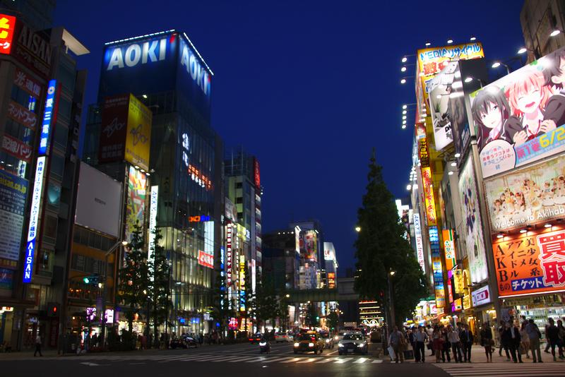 barrio de Akihabara en Tokio durante la noche 2