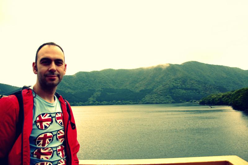 Sergio en el barco del Lago Ashi en Hakone