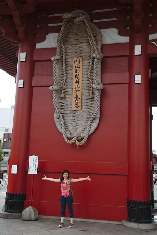 sandalia de Buda en el templo Senso-ji del barrio de Asakusa en Tokio