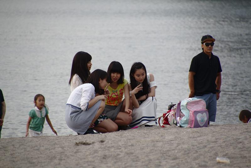 grupo de chicas en la playa de Odaiba2