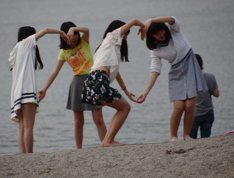 grupo de chicas en la playa de Odaiba3