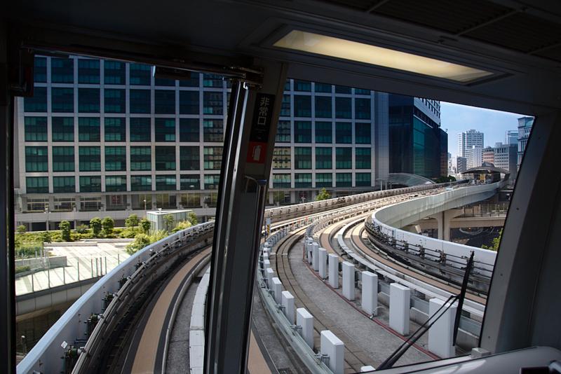 vistas desde la parte delantera del Yurikamome camino de Odaiba en Tokio