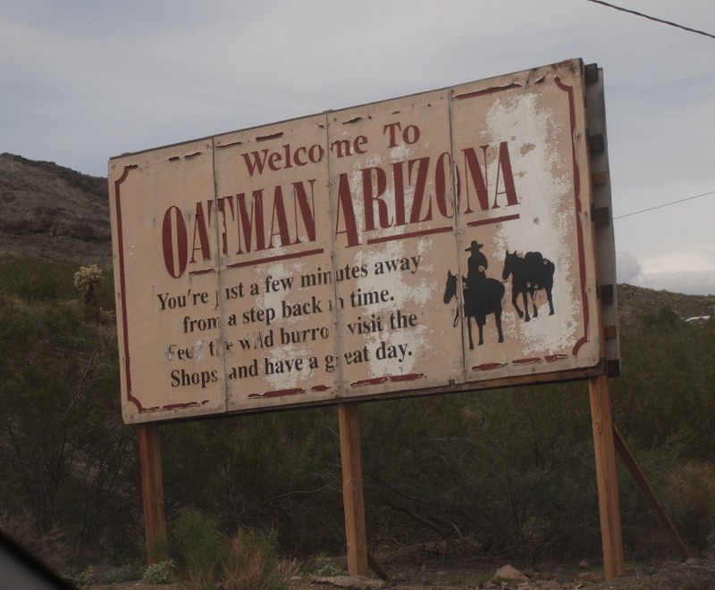 cartel de llegada a Oatman Arizona