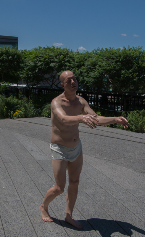 estatua de nudista en el High Line de Nueva York