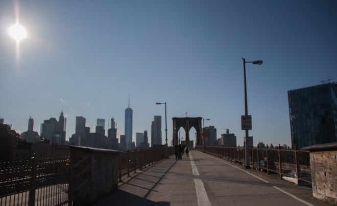 puente de Brooklyn con skyline de Manhattan