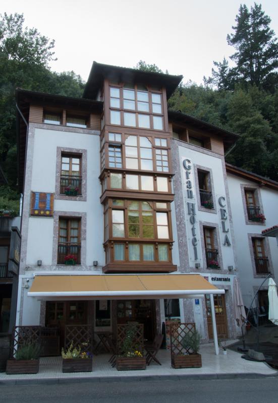 fachada del Hotel Rural Cela en Belmonte de Miranda