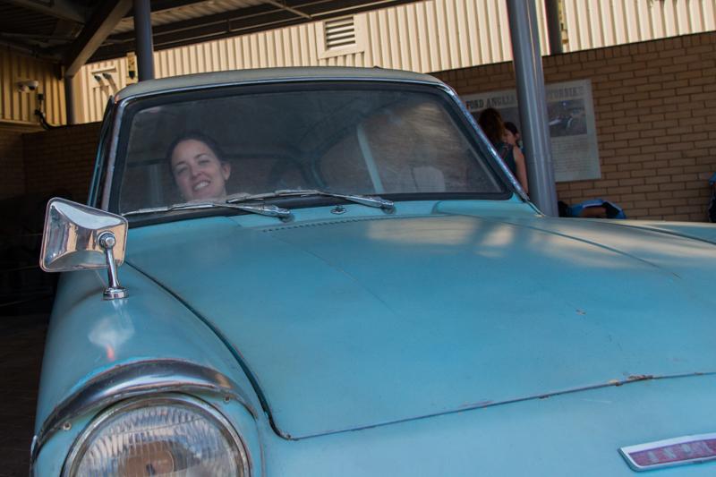Lidia en el Ford Anglia volador HP