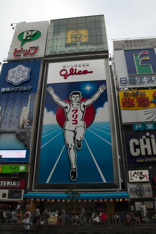 cartel diurno de Glico en Dotonbori-Osaka