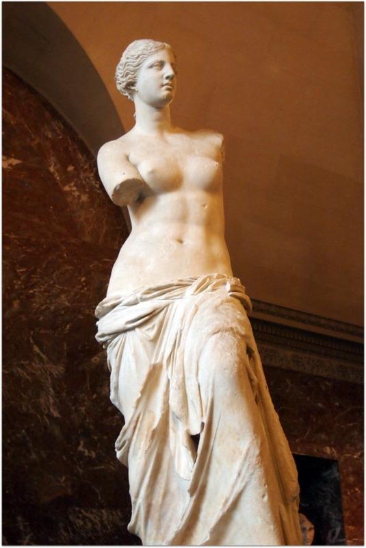 La Venus de Milo en el Museo del Louvre de París