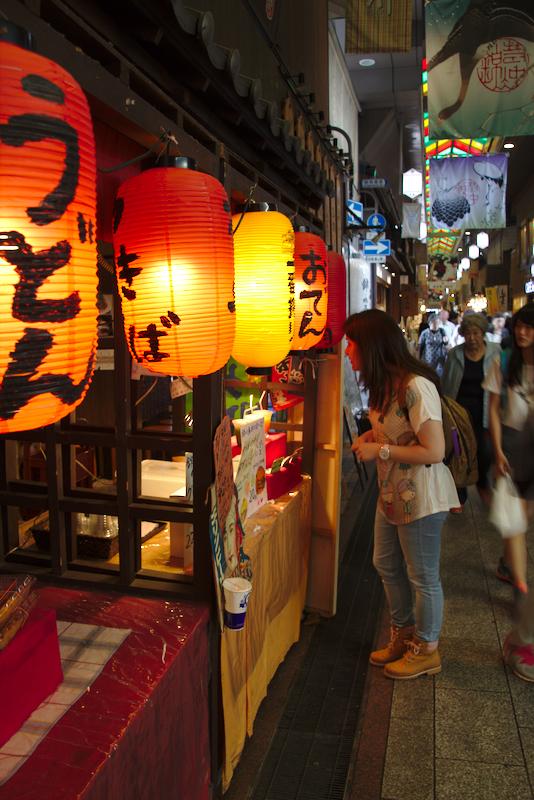 Lidia en el mercado de Nishiki de Kioto