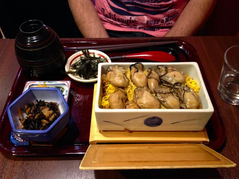 ostras al vapor en restaurante de Miyajima