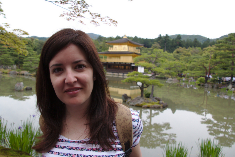 Lidia delante del Kinkaku-ji en Kioto