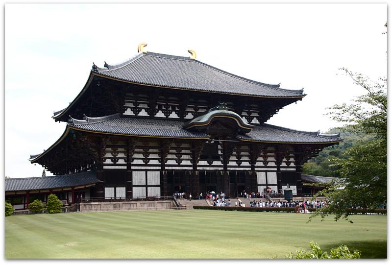 entrada del templo Todai-ji en Nara