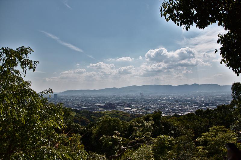 vistas de Kioto desde la parada número 6 del camino de toriis en el Fushimi Inari