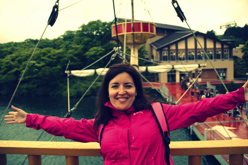 Lidia en el barco pirata del Lago Ashi en Hakone