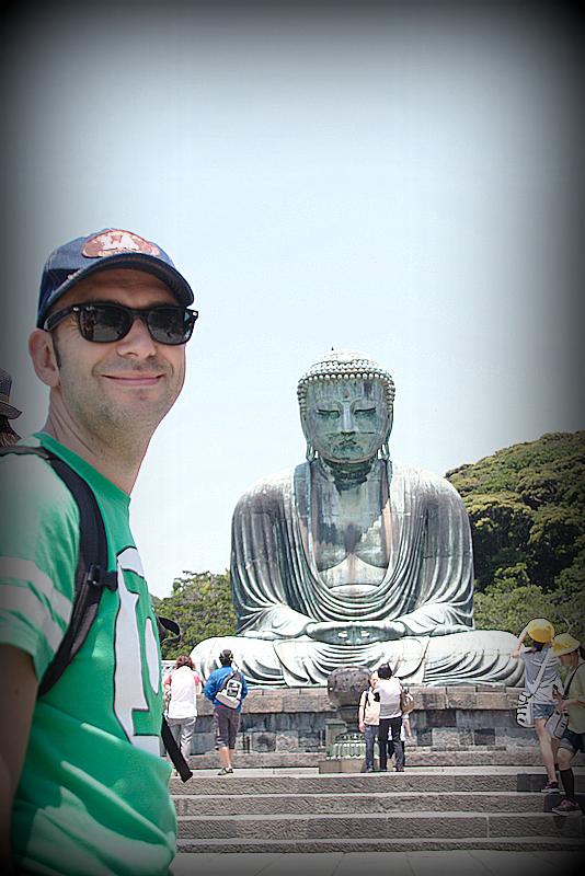 Sergio delante del Daibutsu en Kamakura