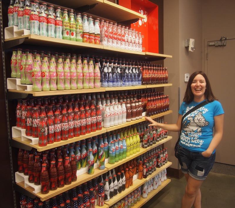 Lidia en la tienda de Coca-Cola de Las Vegas