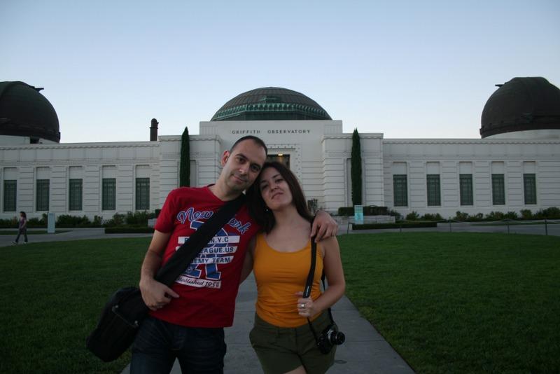 Lidia y Sergio delante del Observatorio Griffith de Los Angeles