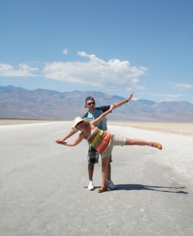 Lidia y Sergio en Badwater Basin en Death Valley
