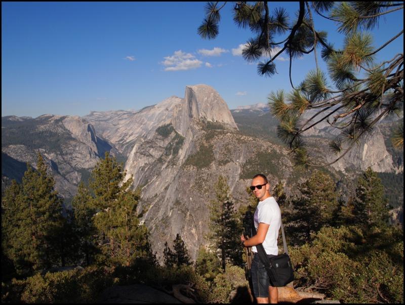 Sergio en Glacier Point, con Half Dome de fondo, en Yosemite