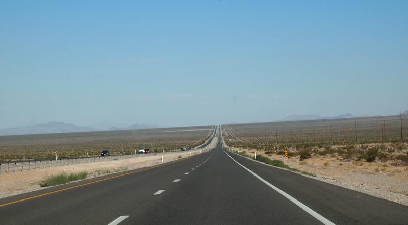foto carretera en ruta desde Las Vegas hacia Death Valley