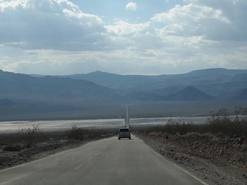 carretera en la ruta desde Death Valley a Lone Pine