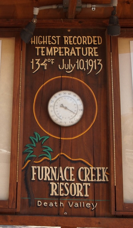 termómetro con indicación de la temperatura en Furnace Creek Resort en Death Valley