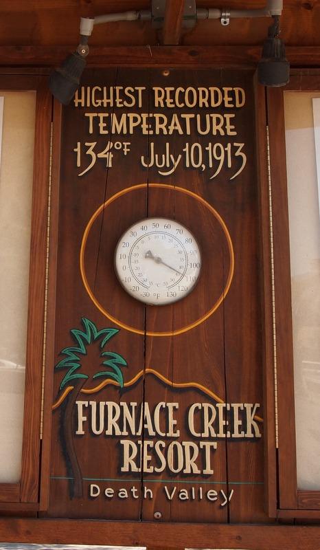 termómetro con indicación de la temperatura en Furnace Creek Resort en Death Valley