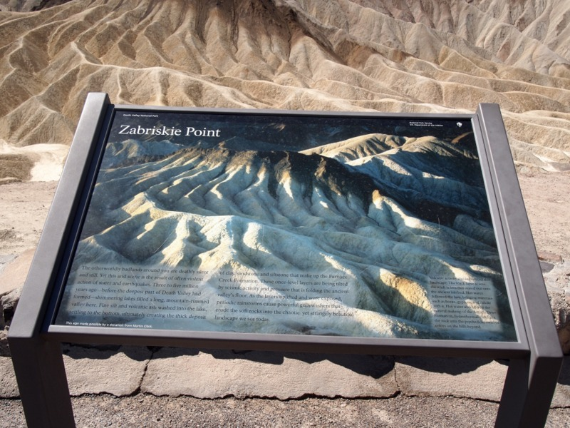 cartel de indicación de Zabriskie Point en Death Valley