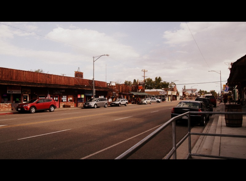 calle en la ciudad de Bishop