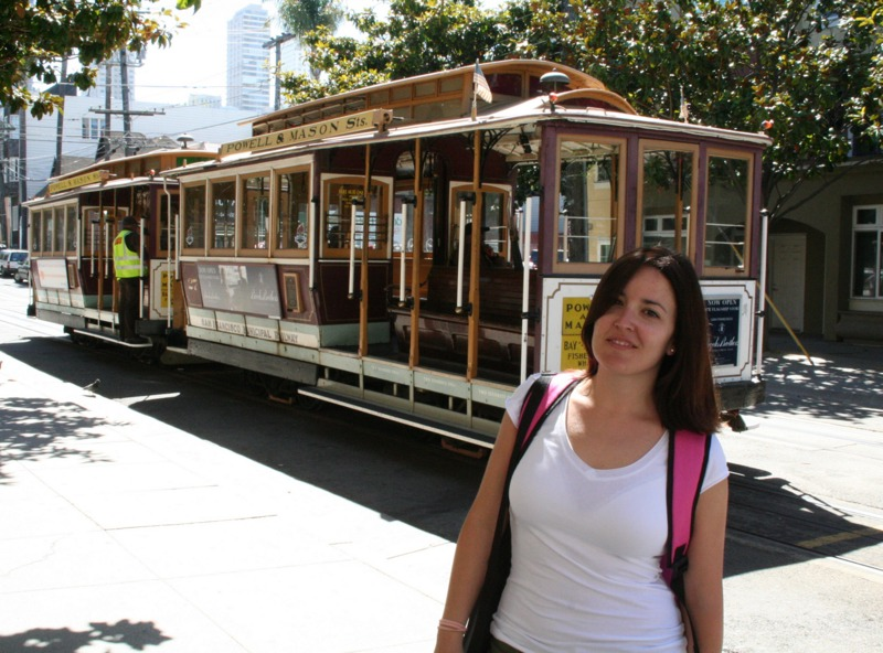 Lidia con el cable car en San Francisco