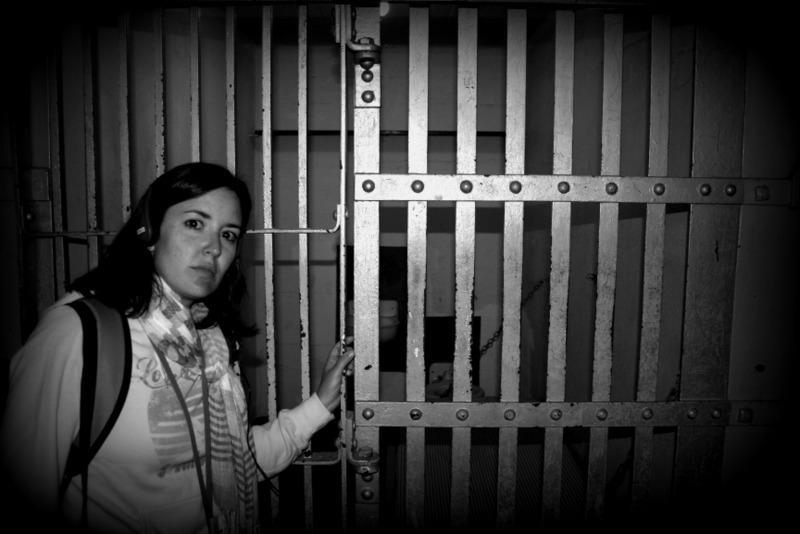 Lidia delante de una de las celdas de Alcatraz