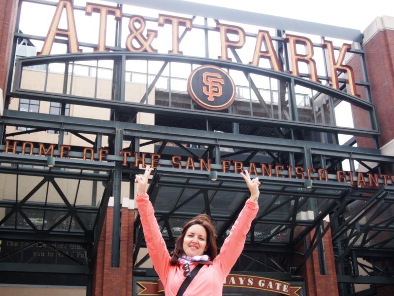 Lidia delante del estadio AT&T de los Giants de San Francisco