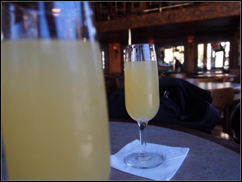 mimosas en el bar Twin Peaks de Castro en San Francisco