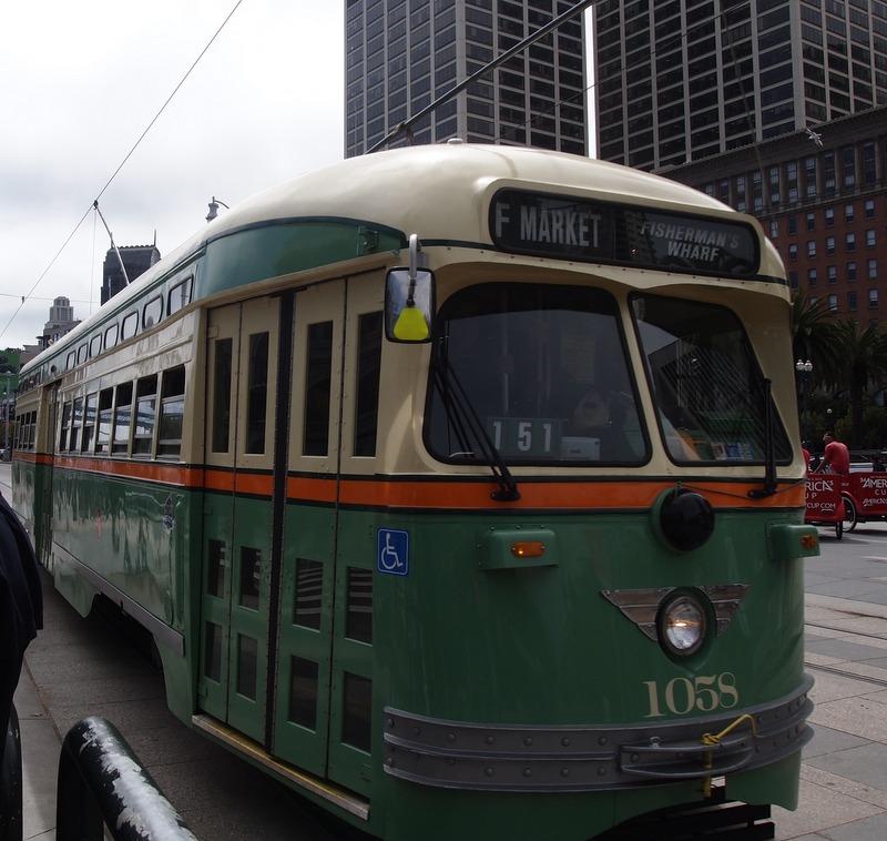 histórico tranvía de la Línea F en San Francisco