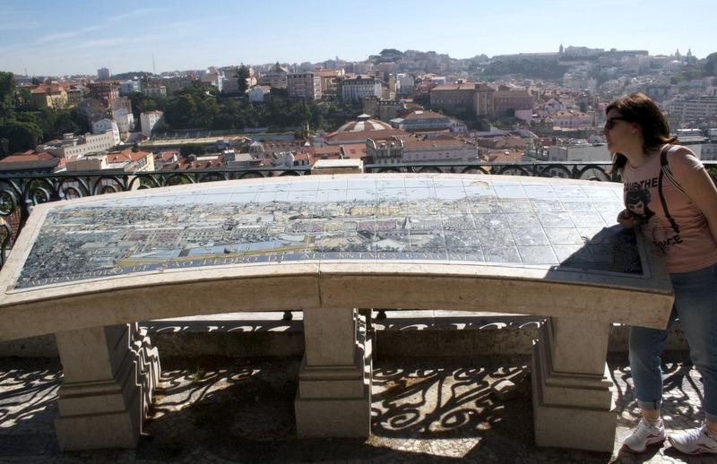 Mirador de San Pedro en el Bairro Alto de Lisboa