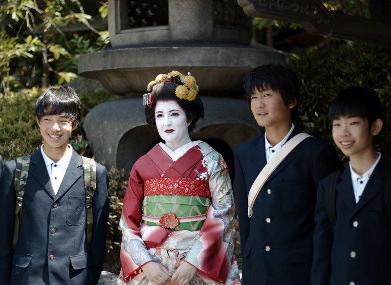 Lidia vestida de maiko con japoneses