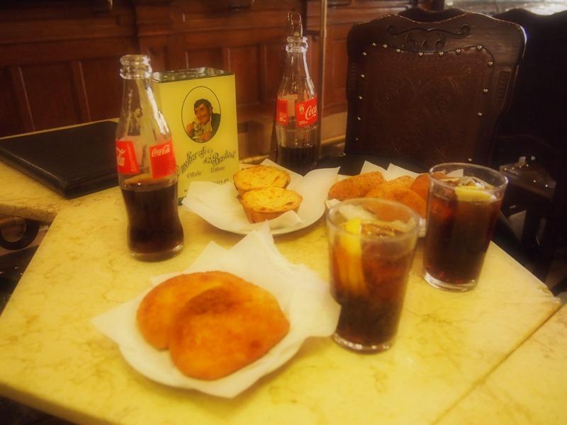 aperitivo en el Café A Brasileira de Lisboa