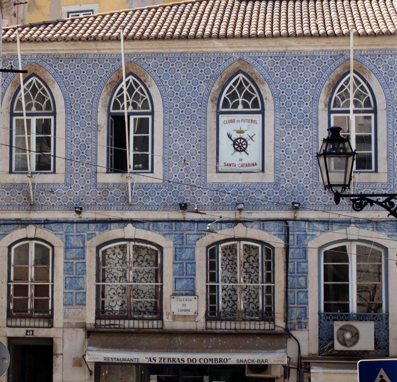 casa de azulejos en el Bairro Alto de Lisboa