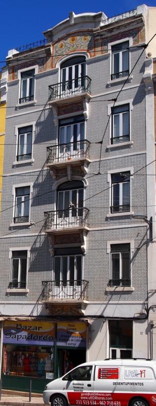 casas de azulejo en el Bairro Alto de Lisboa