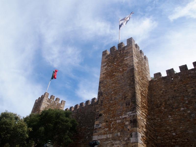Castillo de San Jorge en el barrio de Alfama Lisboa