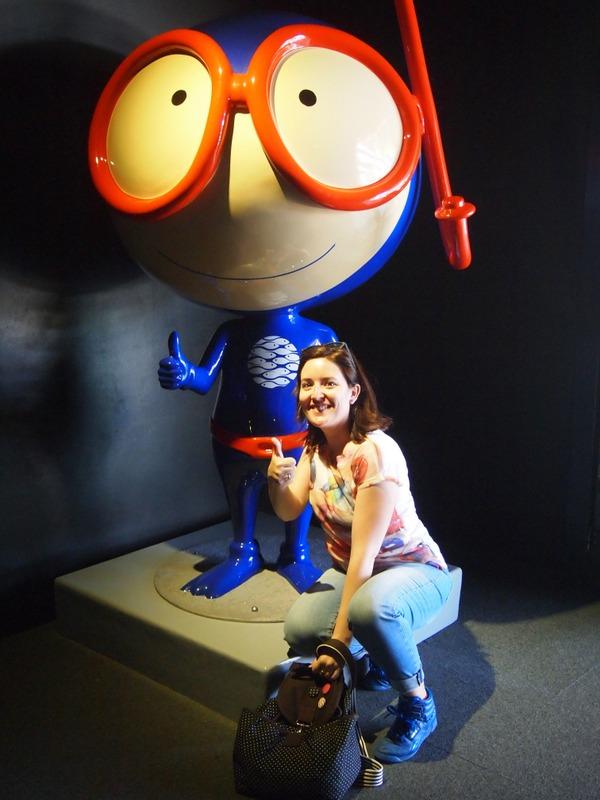 Lidia con Vasco la mascota del Oceanário de Lisboa