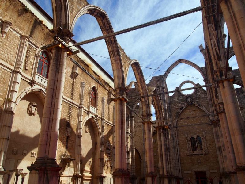 interior del Museu Arqueologico do Carmo en Lisboa 1
