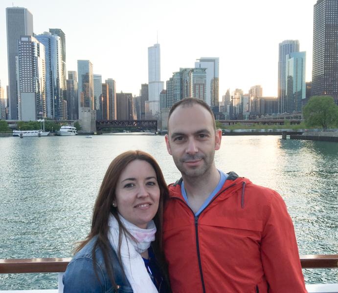 Lidia y Sergio en el barco de crucero por el Chicago River