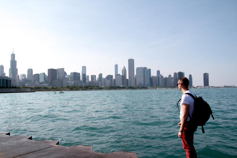 Sergio en Museum Campus con vistas al skyline de Chicago