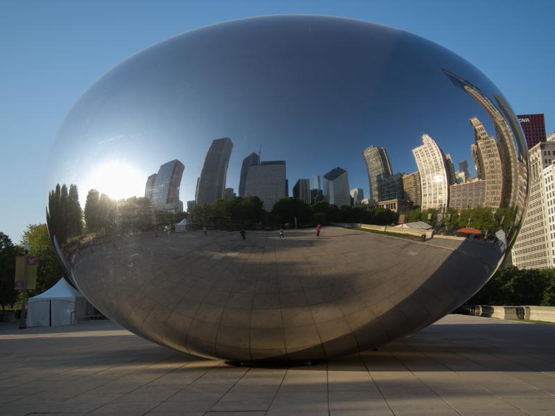edificios de Chicago reflejados en The Bean