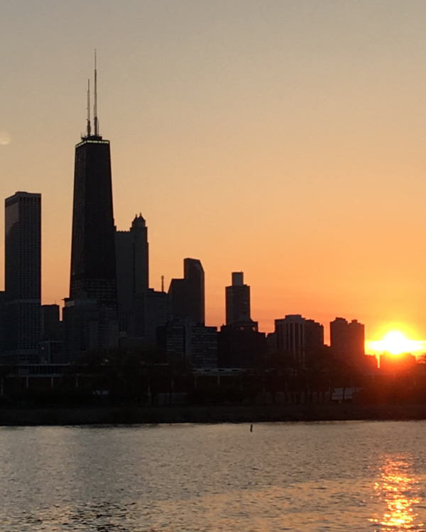 puesta de sol sobre el skyline de Chicago