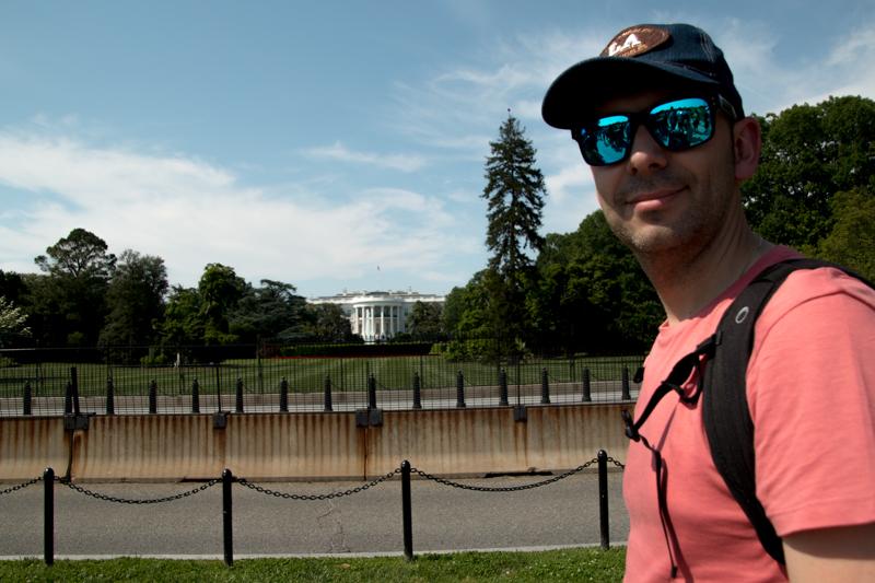 Sergio delante del fachada trasera de la Casa Blanca en Washington DC
