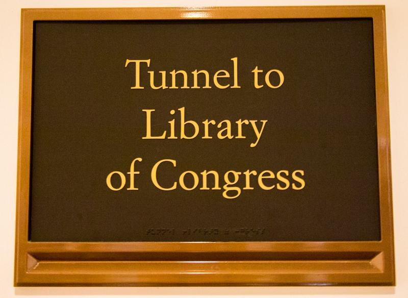 cartel del túnel que lleva del Capitolio a la Biblioteca del Congreso en Washington DC