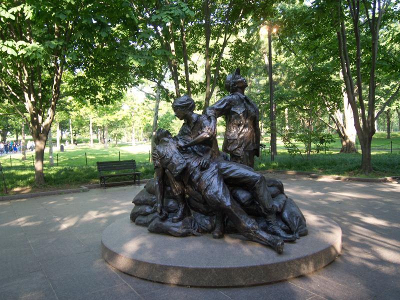 estatua dedicada a las mujeres de la Guerra de Vietnam en Washington DC